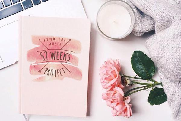 Cuaderno con actividades creativas semanales